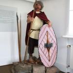 Lebensgroße Figurine eines keltischen Kriegers der Mitellatènezeit ©Steinsburgmuseum