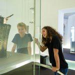 Das absolute Highlight: die 2.500 Jahre alte keltische Schnabelkanne vom Dürrnberg mit ihren fabelwesenartigen Raubtieren und Dämonen (Dauerleihgabe des Salzburg Museum).